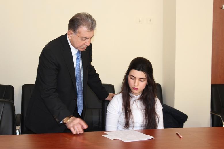 AMEA prezidenti Genetik Ehtiyatlar İnstitutunda magistrantların imtahan prosesi ilə tanış olub