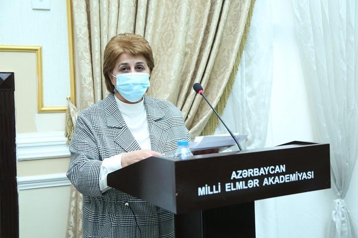 AMEA-da ümummilli lider Heydər Əliyevin xatirəsi anılıb
