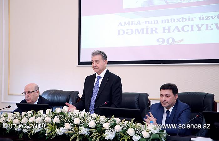 AMEA-nın müxbir üzvü Dəmir Hacıyevin 90 illiyinə həsr edilən konfrans keçirilib