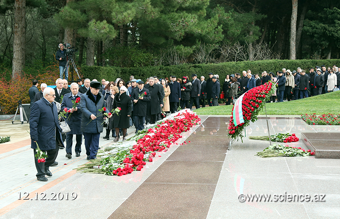 Representatives of the scientific community visited the grave of the great leader Heydar Aliyev in the Alley of Honor